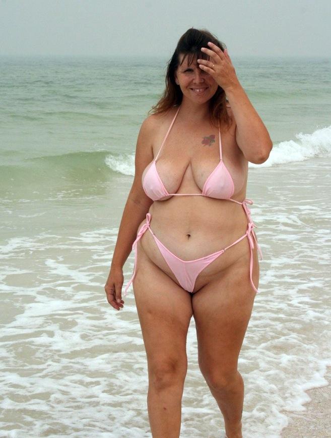 Amateur girlfriend in bikini Emmanuelle London fucking a fat boner  197431