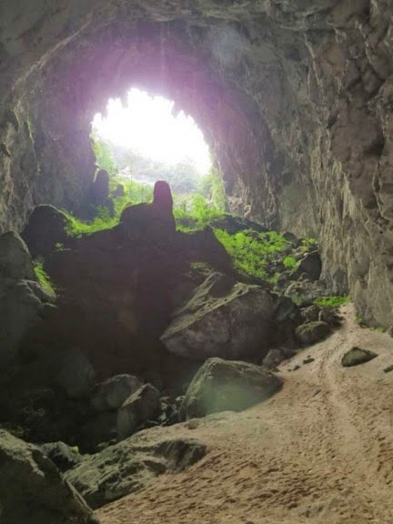 Man Noticed This Hole In A Rock. But What;s Inside Has Astounded The Whole World (7)