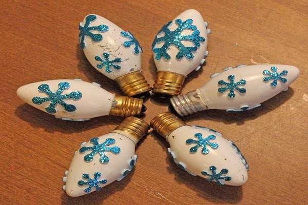 designrulz-Glittered-Christmas-Light-Bulbs-002