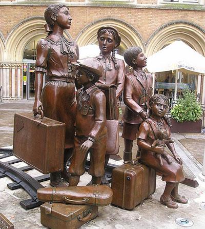 KinderStatue-Sir-Nicholas-Winton