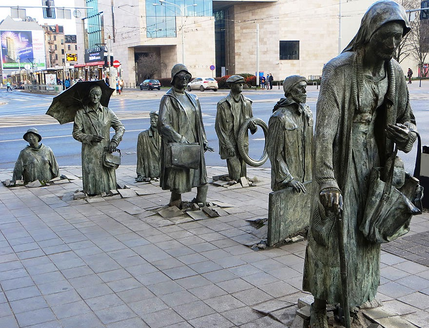 25 Of The Most Creative Sculptures And Statues From Around The World (3)