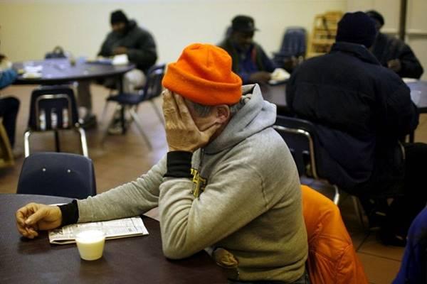 Ebédet vett a hajléktalannak, mire a biztonsági őr ki akarta vezetni. Ami ezután történt mindenkit megdöbbentett!