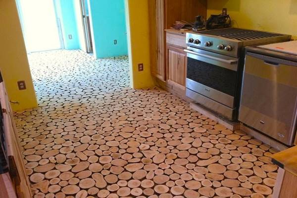 They Used Wooden Discs To Give Their Old Floor An Incredible Makeover. Wow! (5)