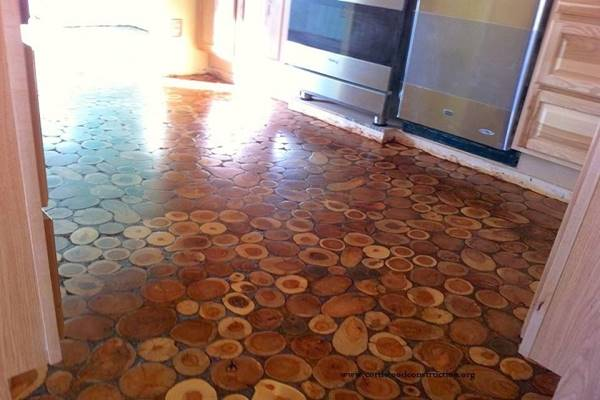 They Used Wooden Discs To Give Their Old Floor An Incredible Makeover. Wow! (6)