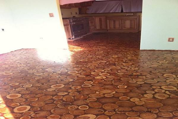 They Used Wooden Discs To Give Their Old Floor An Incredible Makeover. Wow! (7)
