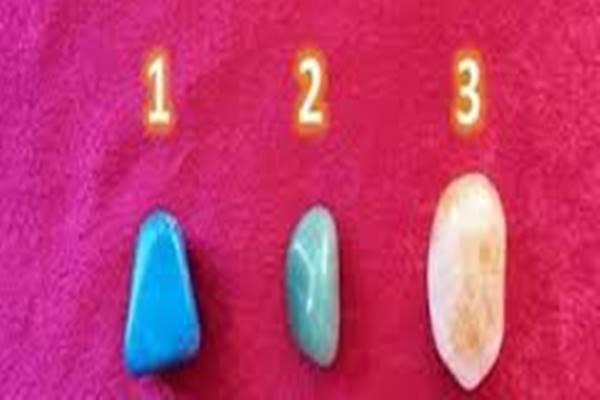 Válassz egyet a 3 kristály közül és varázslatos dolgokat tudhatsz meg a csakrádról, a karmádról és az életedről!