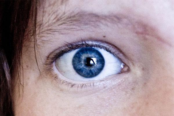 A szakemberek szerint a kék szeműeknek van egy közös fura vonásuk. Ezt még te sem tudtad!