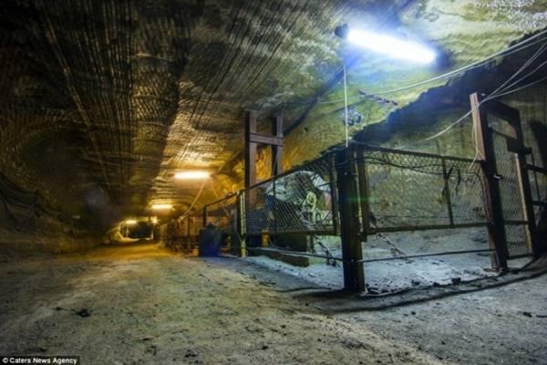 12-salt-mine-cage-664x442