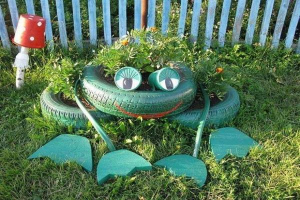 reuse-old-tires-garden-junk-ideas-decoration-frog-flower-bed