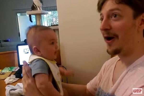 'Szeretlek', mondja az apuka a 3 hónapos babának. Teljesen ledöbben attól, ami ezután történik – VIDEÓ