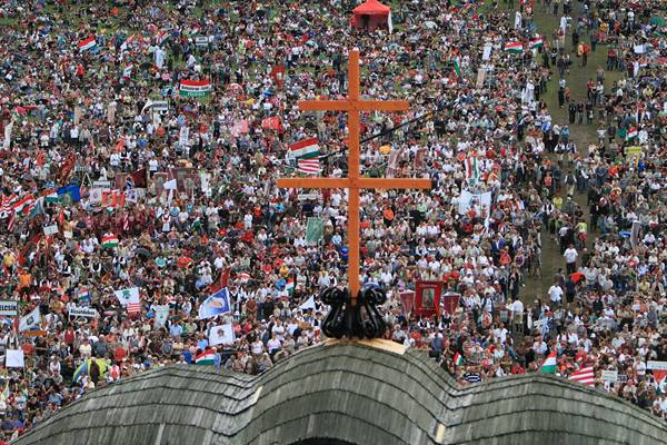 Több százezren énekelték a magyar himnuszt Csíksomlyón! – VIDEÓ