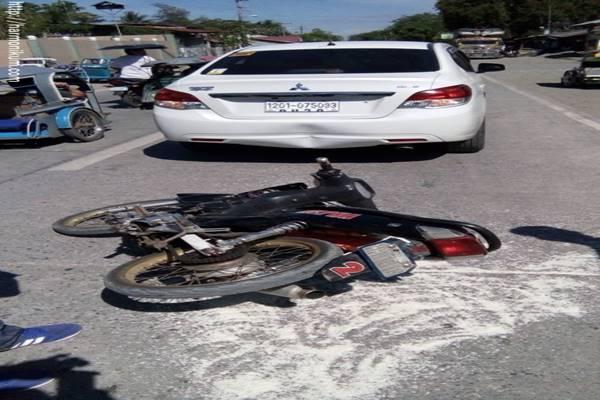 A sofőr mérges, miután a motoros belehajtott az autójába. De amikor meglátja a földön, a szíve szakad meg.