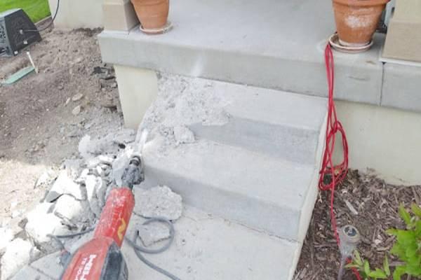 Széttörte a régi beton lépcsőt, úgy döntött átalakítja. Nézd meg a végeredményt, ledöbbensz majd!