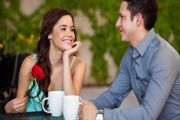 jelzi, hogy randiz valakivel