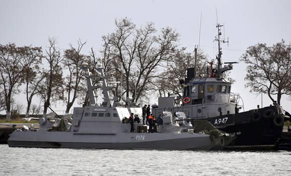 Küszöbön a háború: hajók, repülők járőröznek – Videók