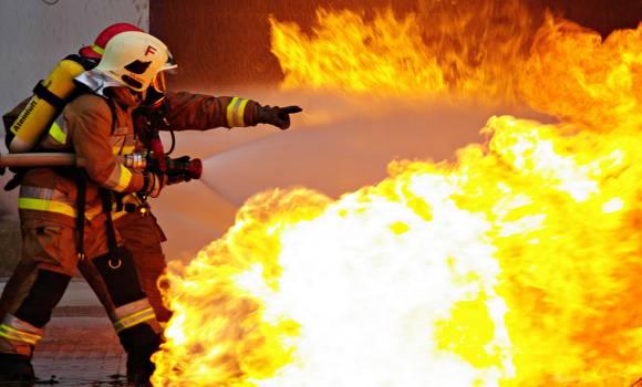 Lángokban áll a nagy malom Békéscsabán – videó